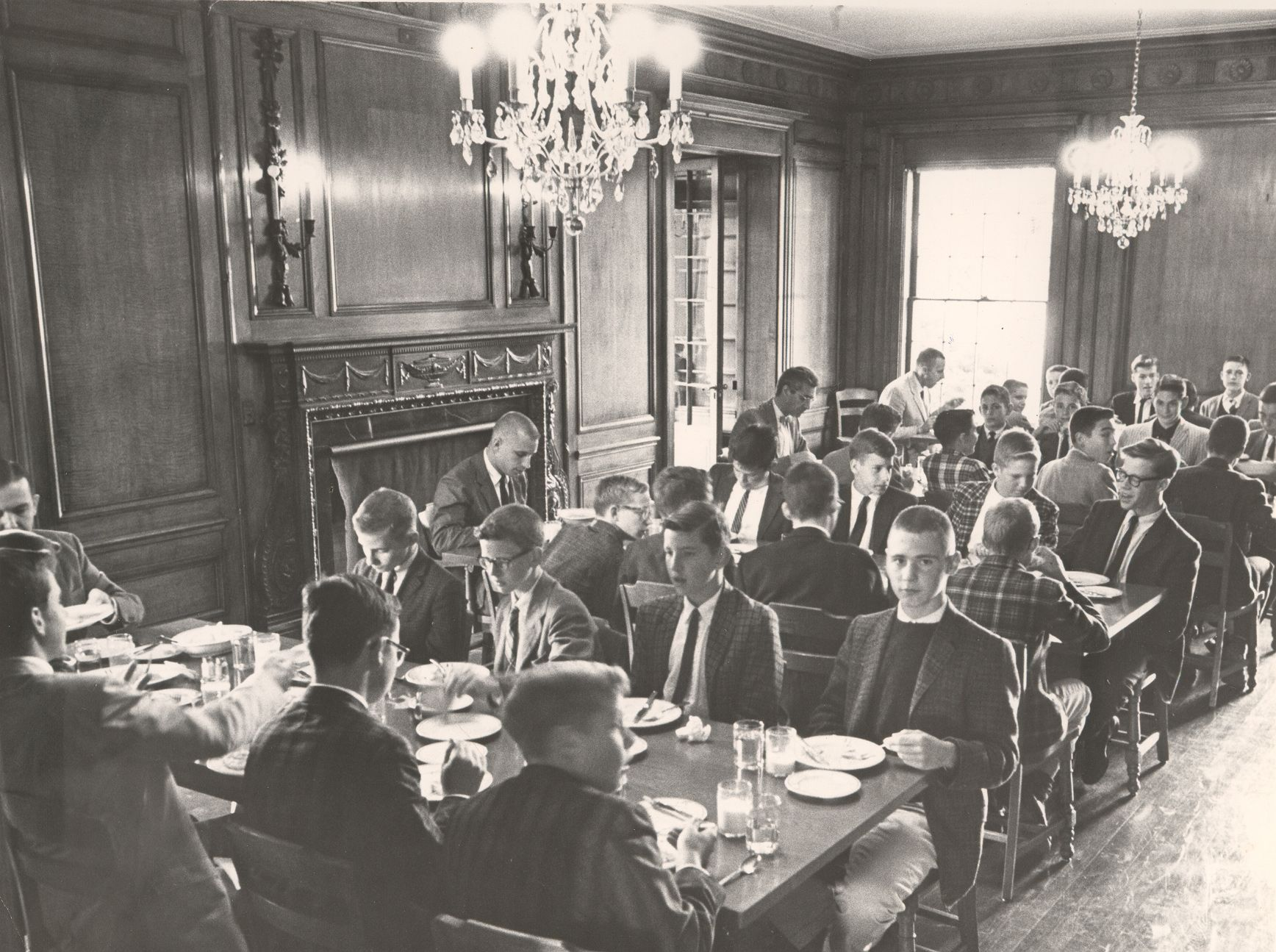 1964-1965. White House dining room at Gates Mills.
