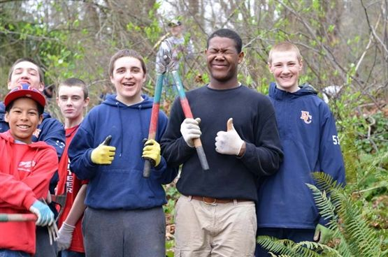 Students worked with Earthcorps members to clear invasive ivy and blackberry from the slope above the beach. Students also formed a bucket brigade to move mulch from the upper parking lot to down-slope areas where it was needed.