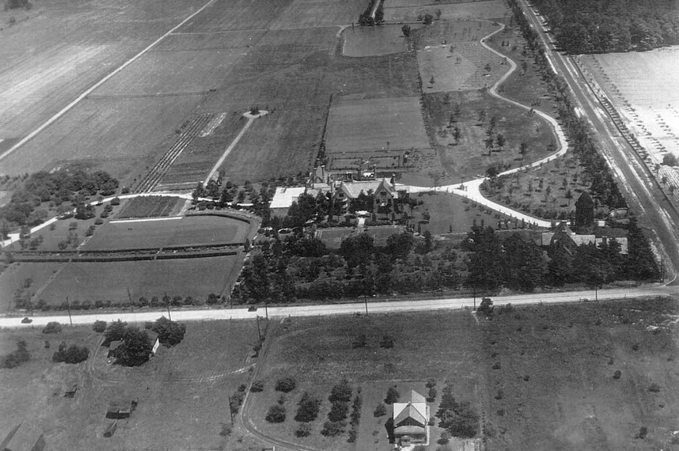 Aerial view Cedar Hill Farm late 1920s