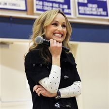 Alumna Giada De Laurentiis '89 Addresses Students as part of the 2016 Inspiring Boldness Speaker Series