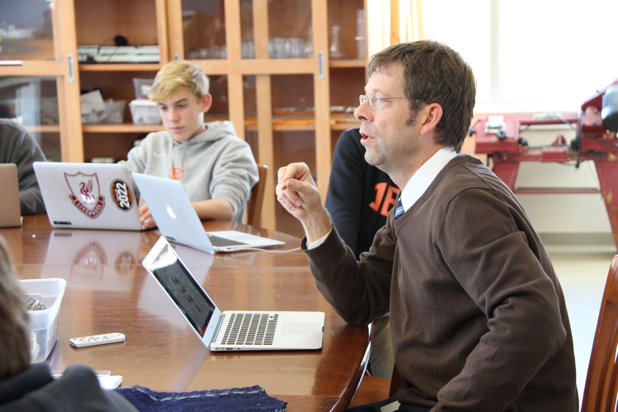 Chris Thompson teaching science