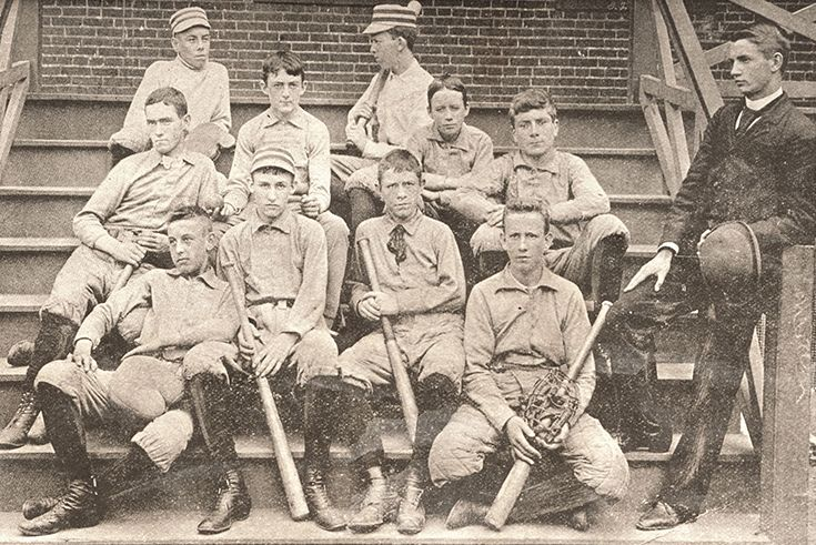 An early Gonzaga Baseball team.