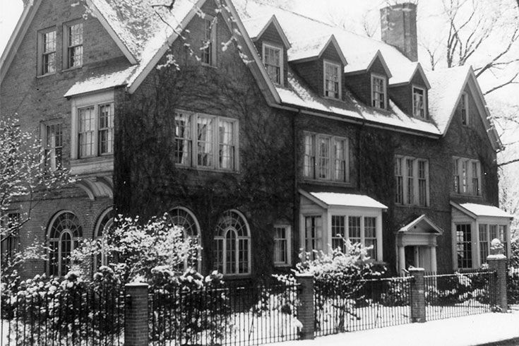 Winsor opens a five-day boarding residence for approximately 14 students at 12 Hawes Street in Brookline, within walking distance of school.  It operates until 1954 and the building is sold in 1955.
