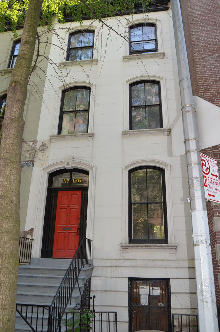 The School purchases the townhouse at 126 East 78th Street.