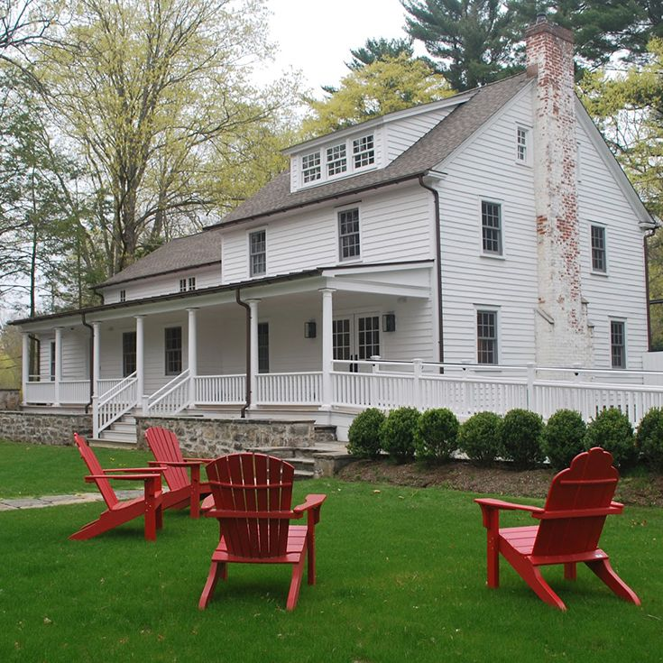 The Admissions Office is located in the historic Cushman House on the Upper Campus at 439 Cantitoe Street in Bedford, New York. It is the building located to the front right parking lot in the white house beyond the stone wall.