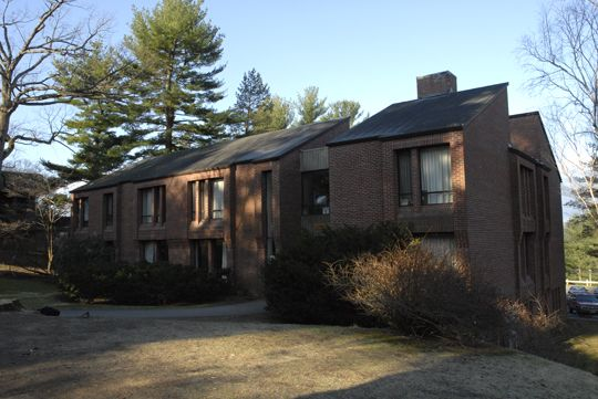 Baines House contains four classrooms, Academic Support Center, six tutorial rooms, and the Health Center.