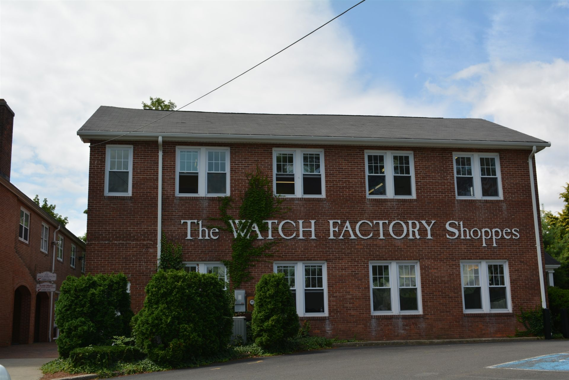 This former factory built in 1883 was once owned by Cheshire Academy and called Seabury Hall. Located across the street from the campus, it now offers retail and dining options.