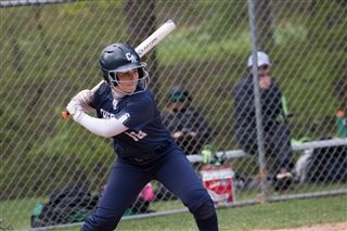 softball-vs-Hamden-19