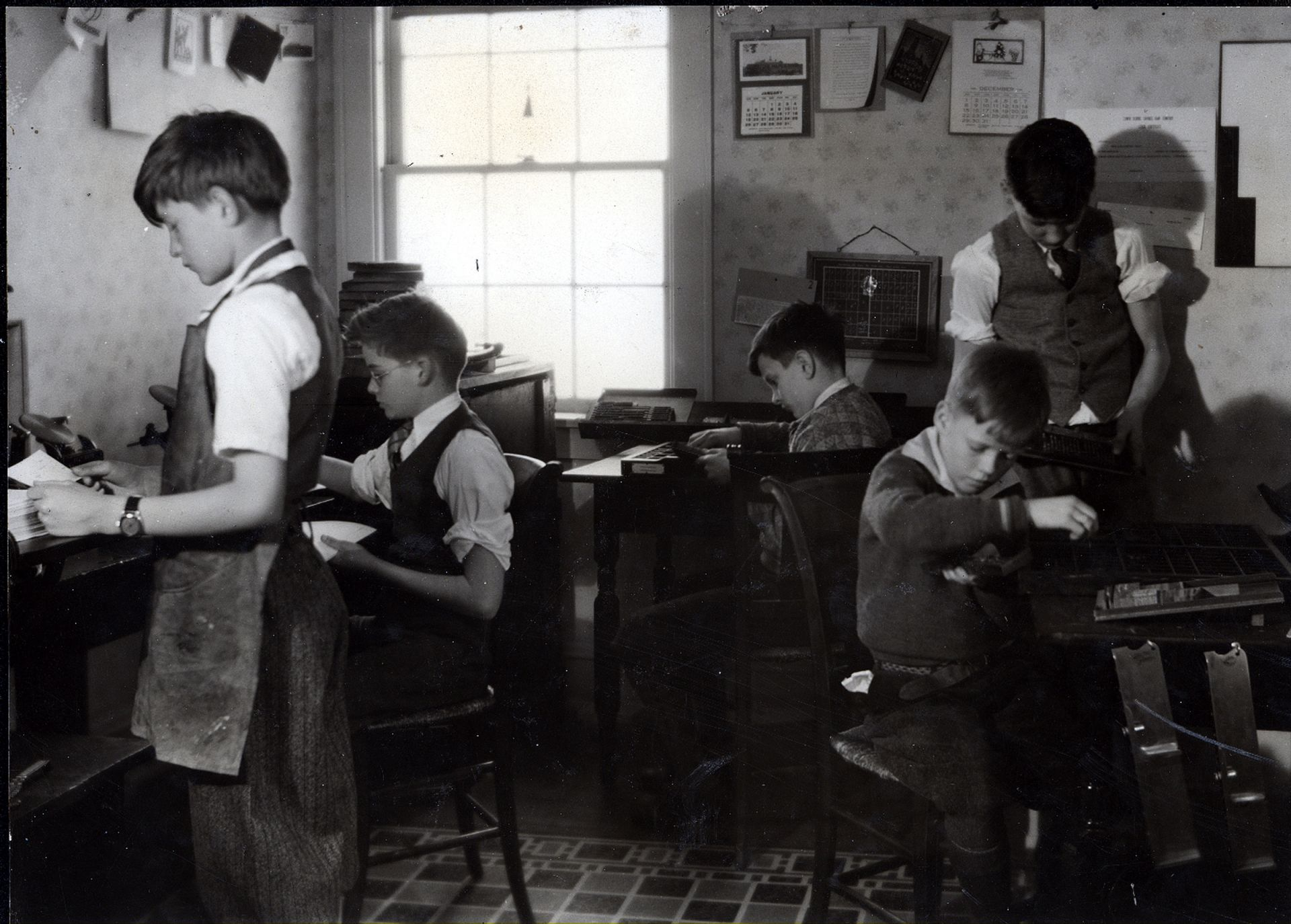 1915-1922. Boys in printing class at 1588 Ansel Road.