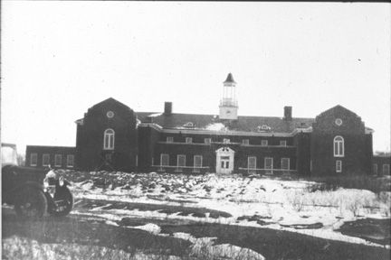 Lyndhurst building from front, c. 1922