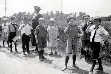 Lyndhurst, at junction of Mayfield and Richmond Road; 2nd Graders waiting with Mrs. [Pauline] Gillette for the Interurban, 1922.