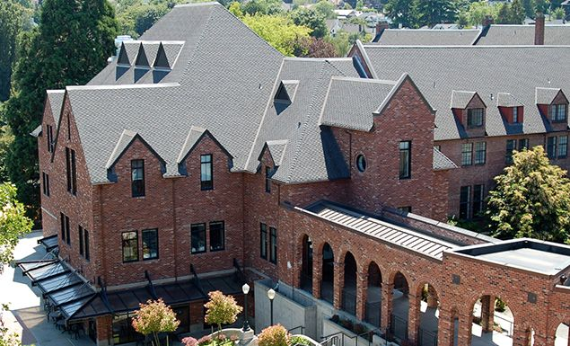 Klarsch Hall houses Upper School for Girls classrooms, the school dining hall and outdoor terrace.
