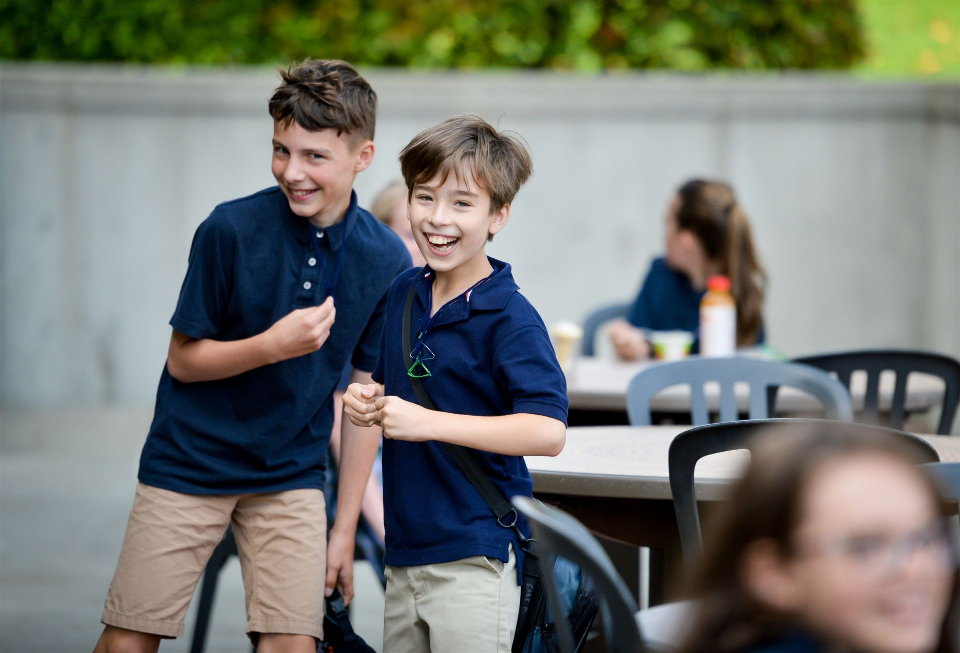 Students enjoy a cafe style dining experience in our outdoor spaces.