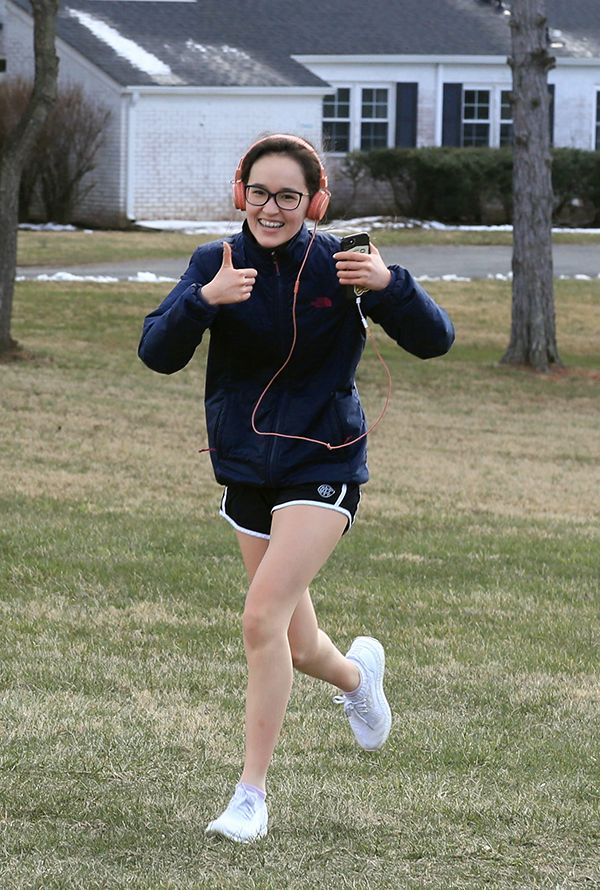 Julia C. '21 was all smiles on her run. (Photo by Grace C. '19)