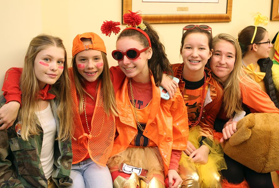 Last Thursday evening, everyone put on their Fox/Hound finest for Big Sing Sing. The Houndy freshmen Olivia J., Ceci M., Caroline B., Amelia F., and Gigi G. donned orange, red, and yellow.