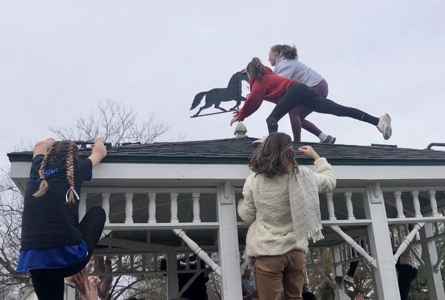 New Girl Runnings ends in a tie! Freshmen Molly C. (Hound) and Emma W. (Fox) reached the top of the gazebo at the same time!