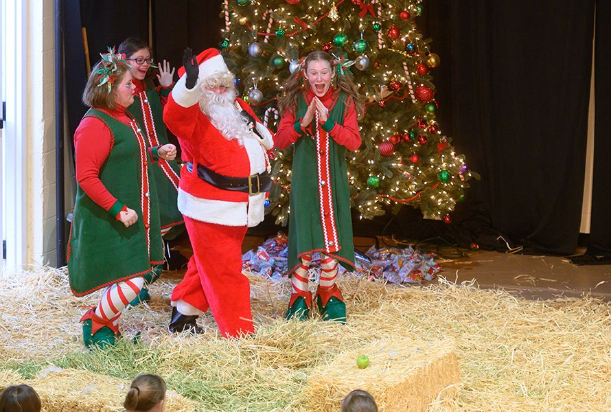 At the end of the Pageant, Santa Claus, played by Allie M. '20, made his grand entrance.