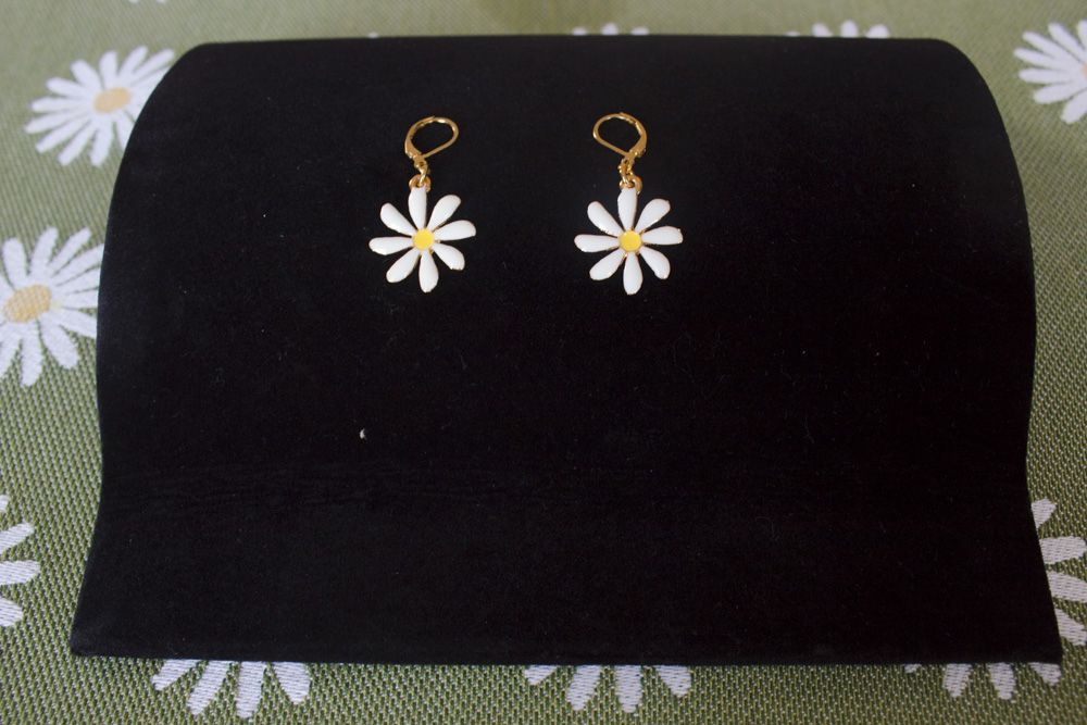 Daisy Earrings - Gold-Plate - Lever Back Fastening