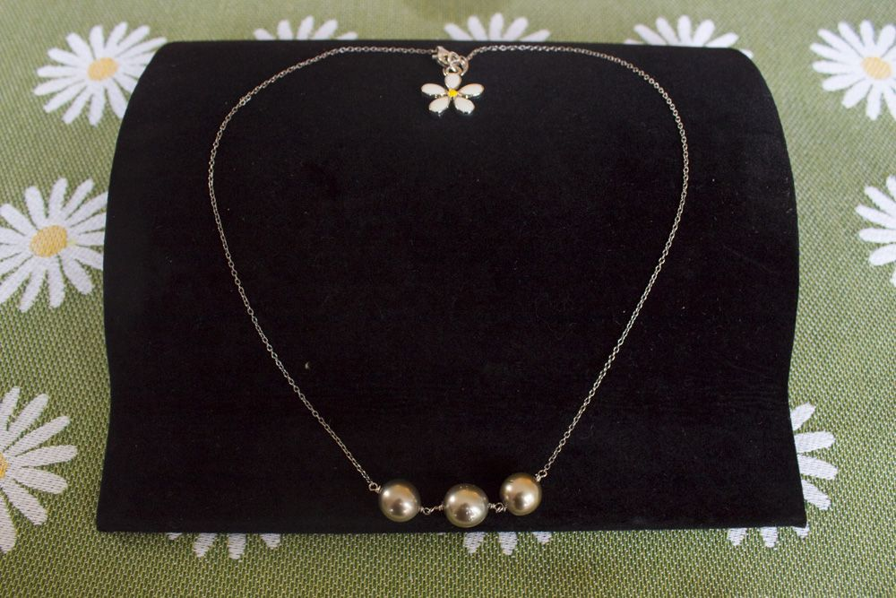 Tahitian Three (3) Pearl Necklace with Daisy Pendant Clasp - Silver-Plate