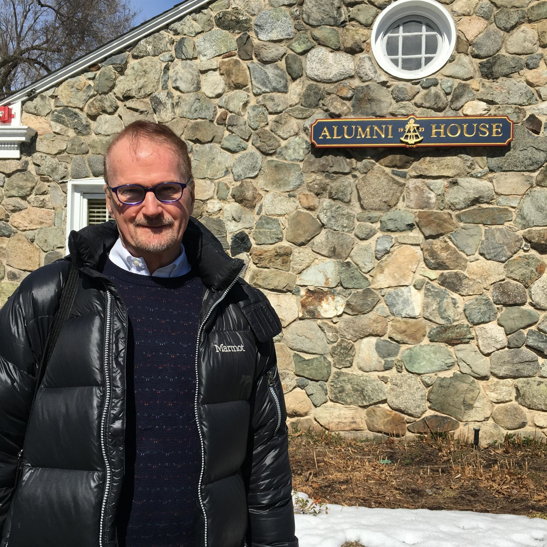 Rob Russell '59  visits Alumni House in March 2019.