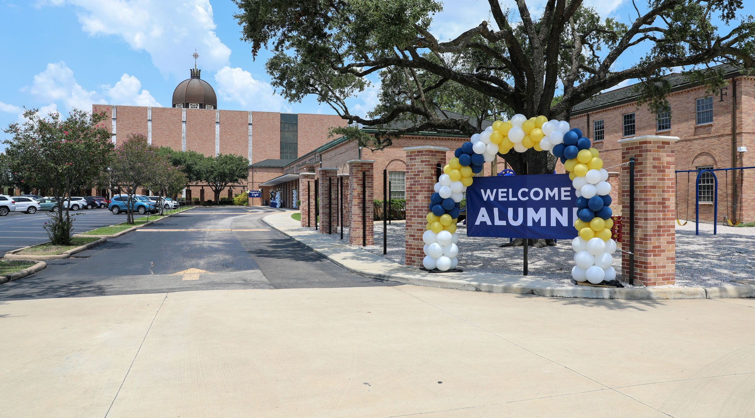 Second Baptist School with balloon arch welcoming alumni