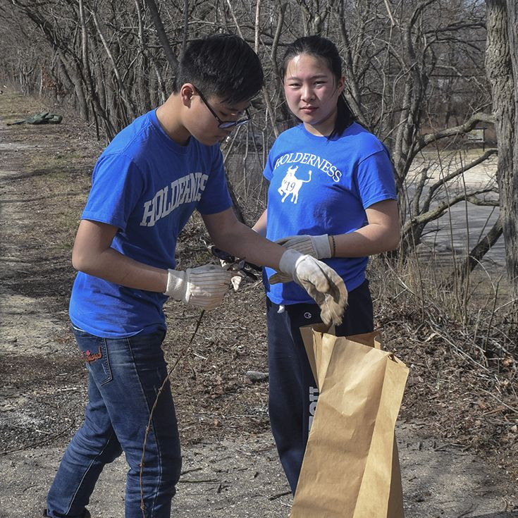 Ninth Graders Pulling Invasive Species in Fairmont Parks, Philadelphia