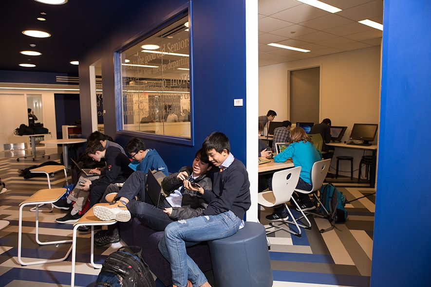 The Upper School is housed on floors 5 and 6. It is significantly larger than the division's previous space and is adjacent to the library. It features flexible classrooms and common areas that promote interaction among students and faculty.