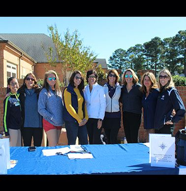 Registration team consisted of the Navigator Club, parents, and the Director of Alumni Relations