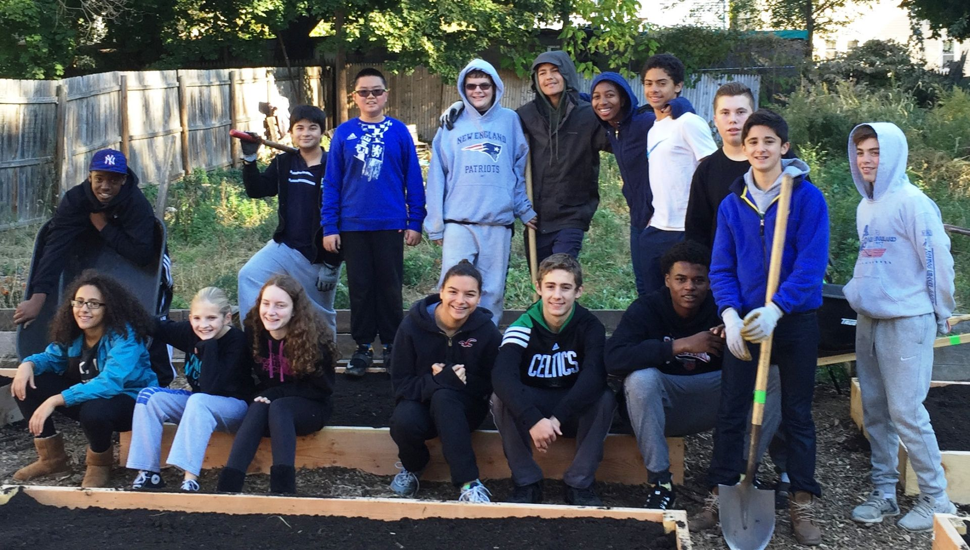 CT by working hands on,High school students give to charity in New Haven