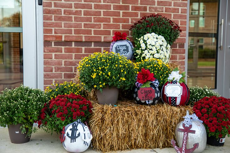 Fall campus decorations with pumpkins and flowers at Severn School.