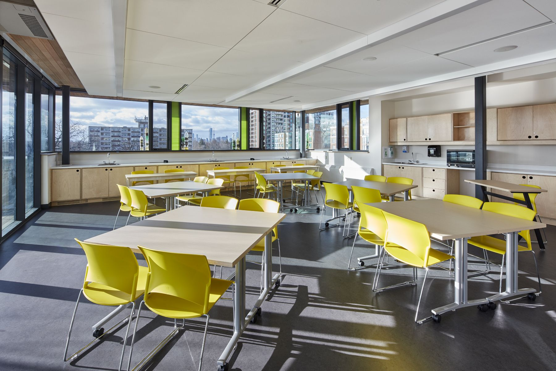 Our versatile rooftop classroom supports everything from classwork to culinary creations, hosting courses including Food and Culture and Environmental Science.