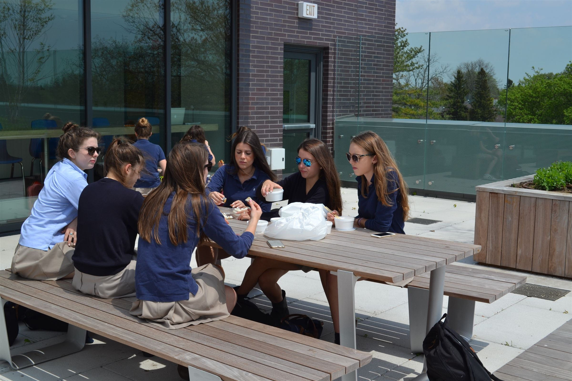 The rooftop terrace is an ideal way to bring a bit of the outdoors into the school while optimizing our square footage. Used for both academic and social purposes, it includes a variety of seating choices, including benches, picnic tables and cafe tables.