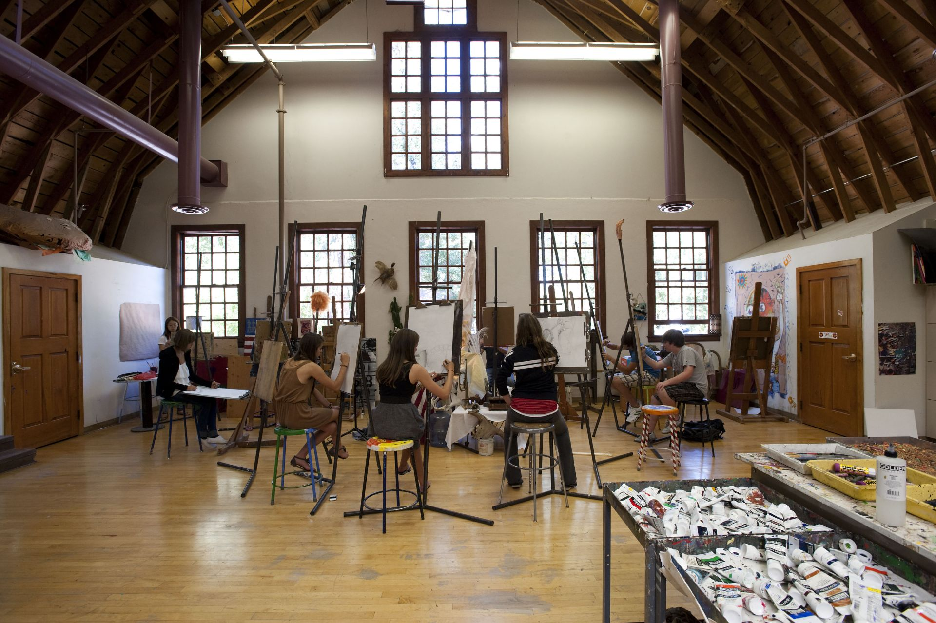 The William Thayer Tutt Arts Center is casually known as the Art Barn. FVS supplies all the necessary equipment for you to succeed in any art form, including drawing, painting, photography, sculpture, jewelry-making and more.