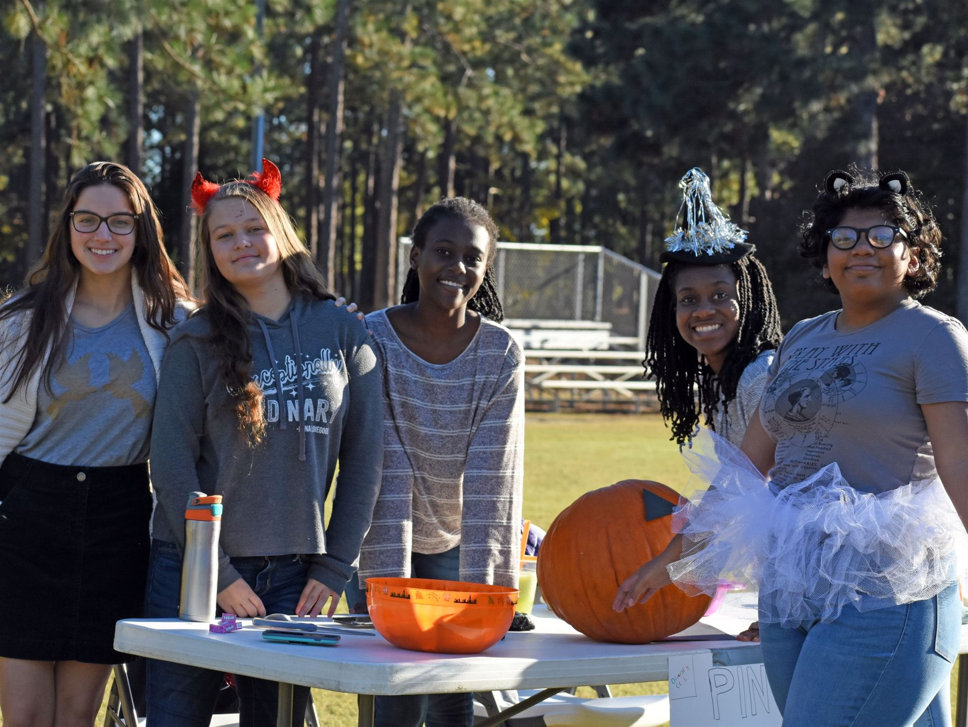High School Students in Key Club host carnival for elementary school students