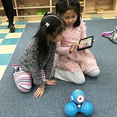 Richmond Hill Montessori students perform tasks with Dash and Dot robots