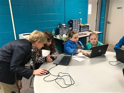 "Third graders create ""Dream Rooms\"" in Minecraft"