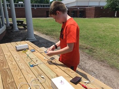 Fifth graders make circuits in Mrs. Gojda\'s class