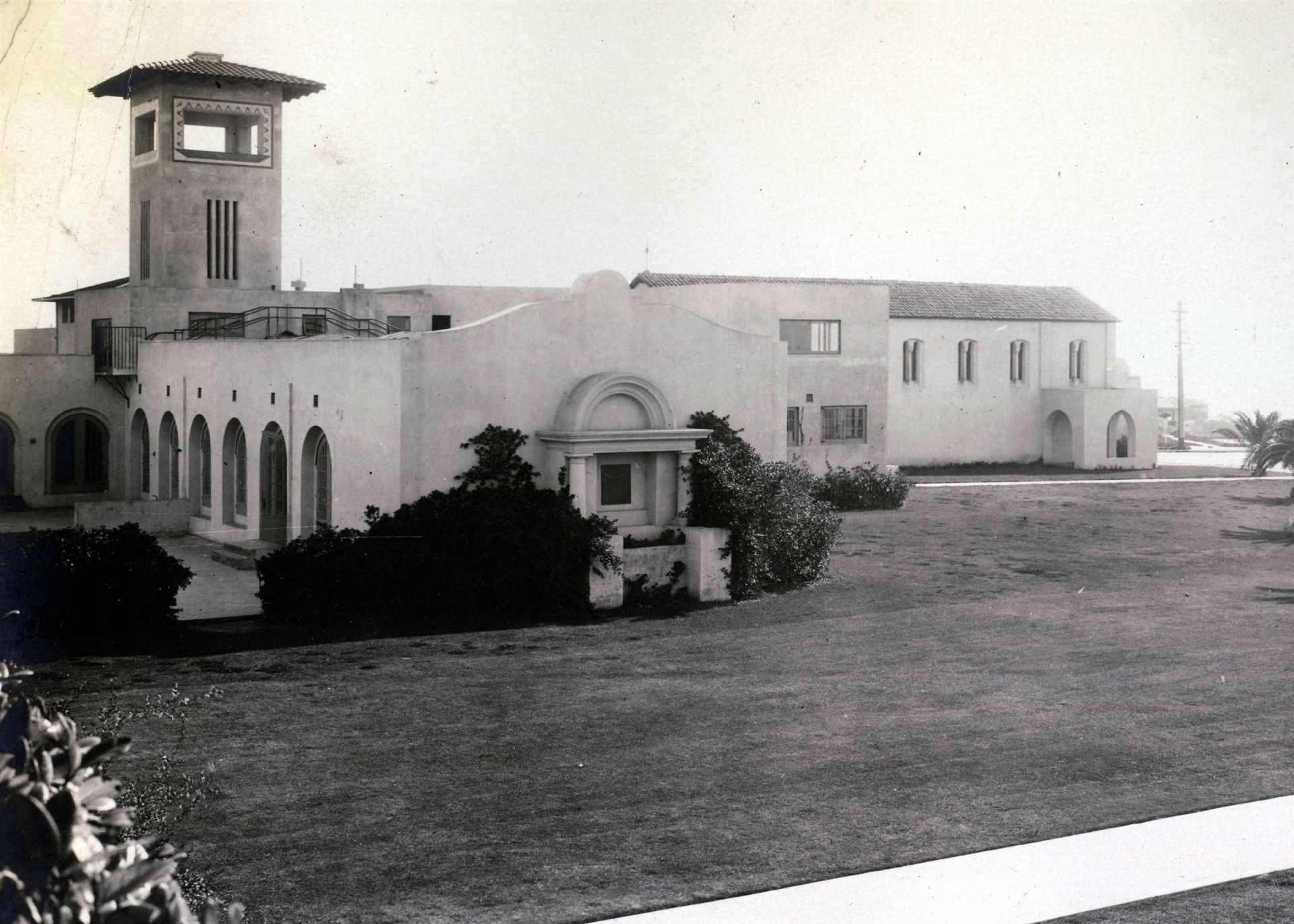 "The Scripps sisters ensured that the physical environment of The Bishop's School reflected modern and progressive ideas. They chose architect Irving Gill to build white concrete buildings that were fireproof and sanitary with nature providing decoration. Ellen Browning Scripps told a friend that ""one of the greatest delights of her life had been teaching."" She believed that schools should be ""an open door to knowledge."" The Bishop's School has remained committed to her educational ideals."