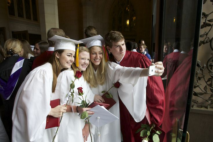 Graduating students taking photo together - St. Andrew's Episcopal School