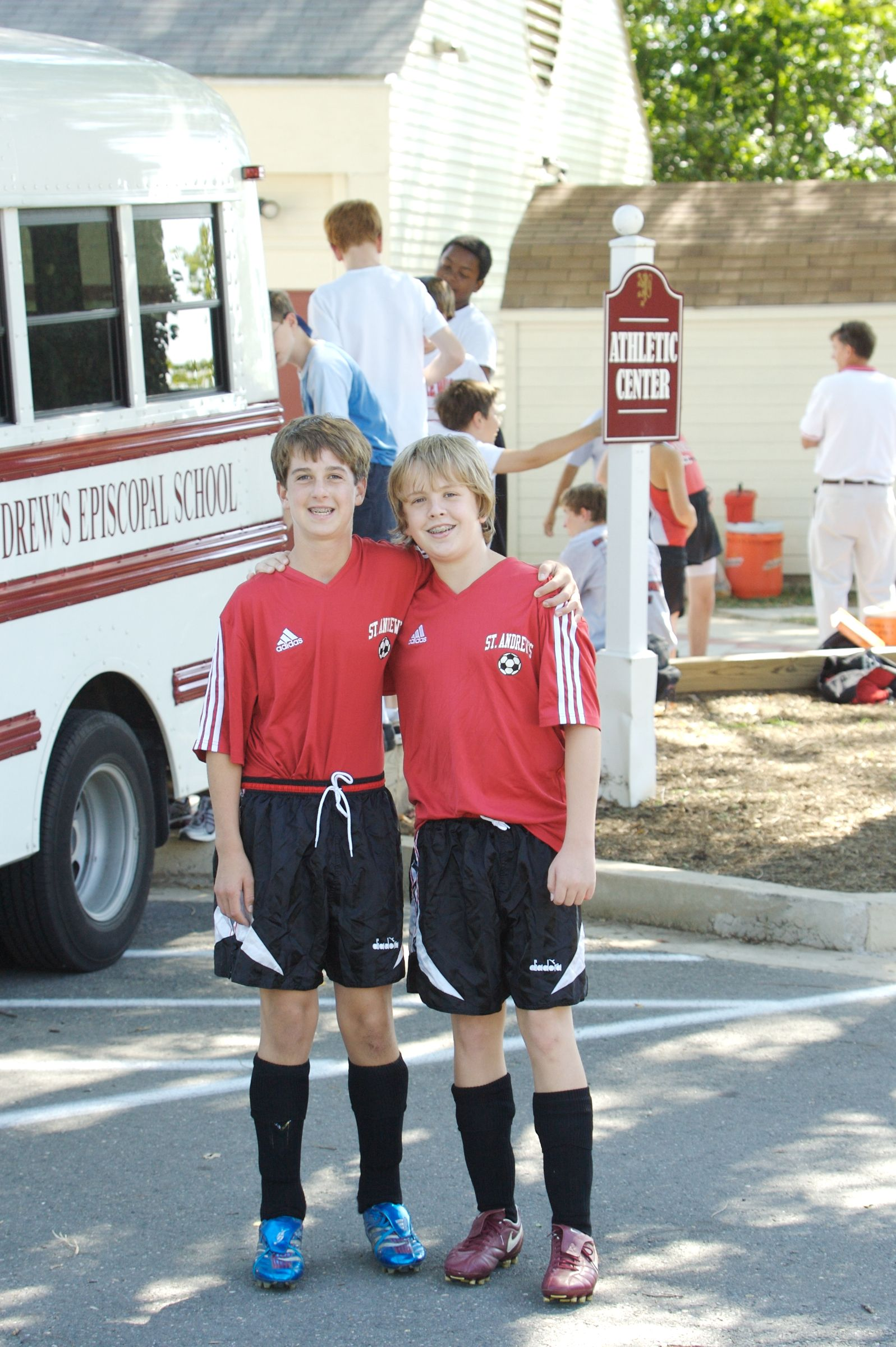 Middle School students on soccer team posing for photo - St. Andrew's Episcopal School