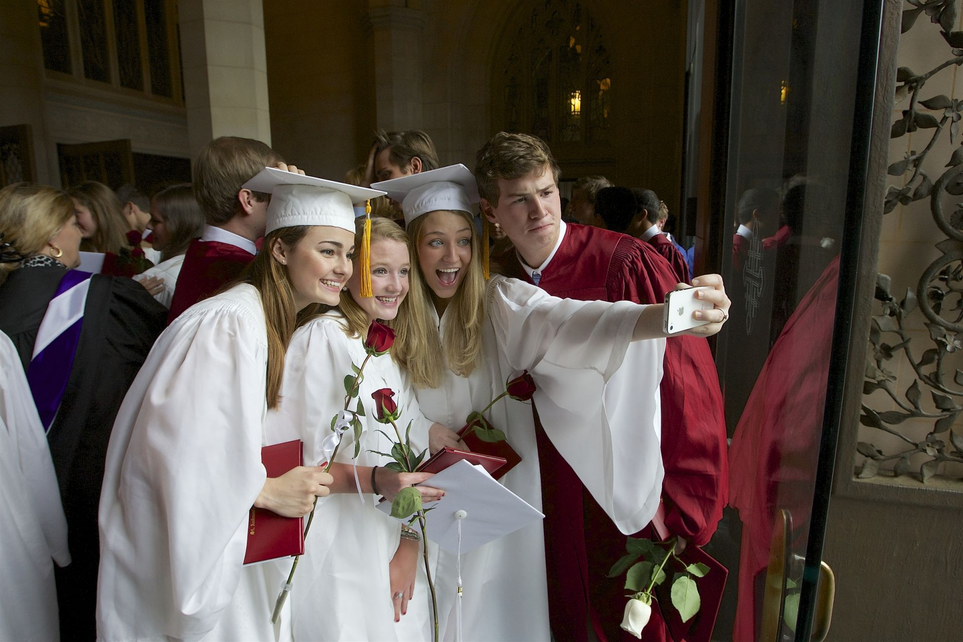 Graduating students taking a photo together - St. Andrew's Episcopal School