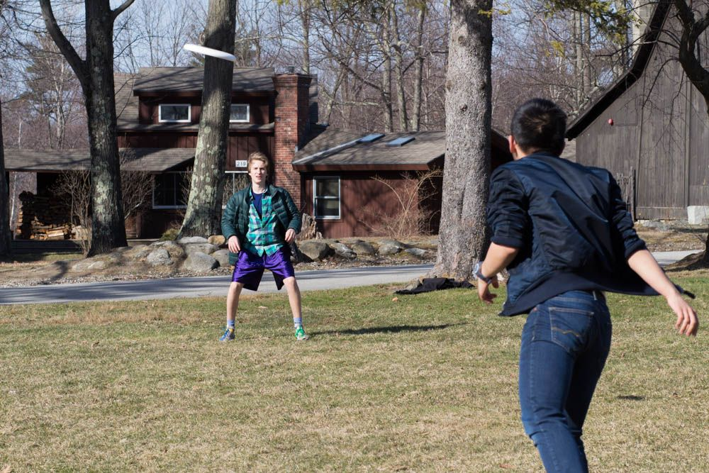 Gabe Futterman '18 fields a pass from Michael Wu '17 during the second week of Ultimate Frisbee practice.