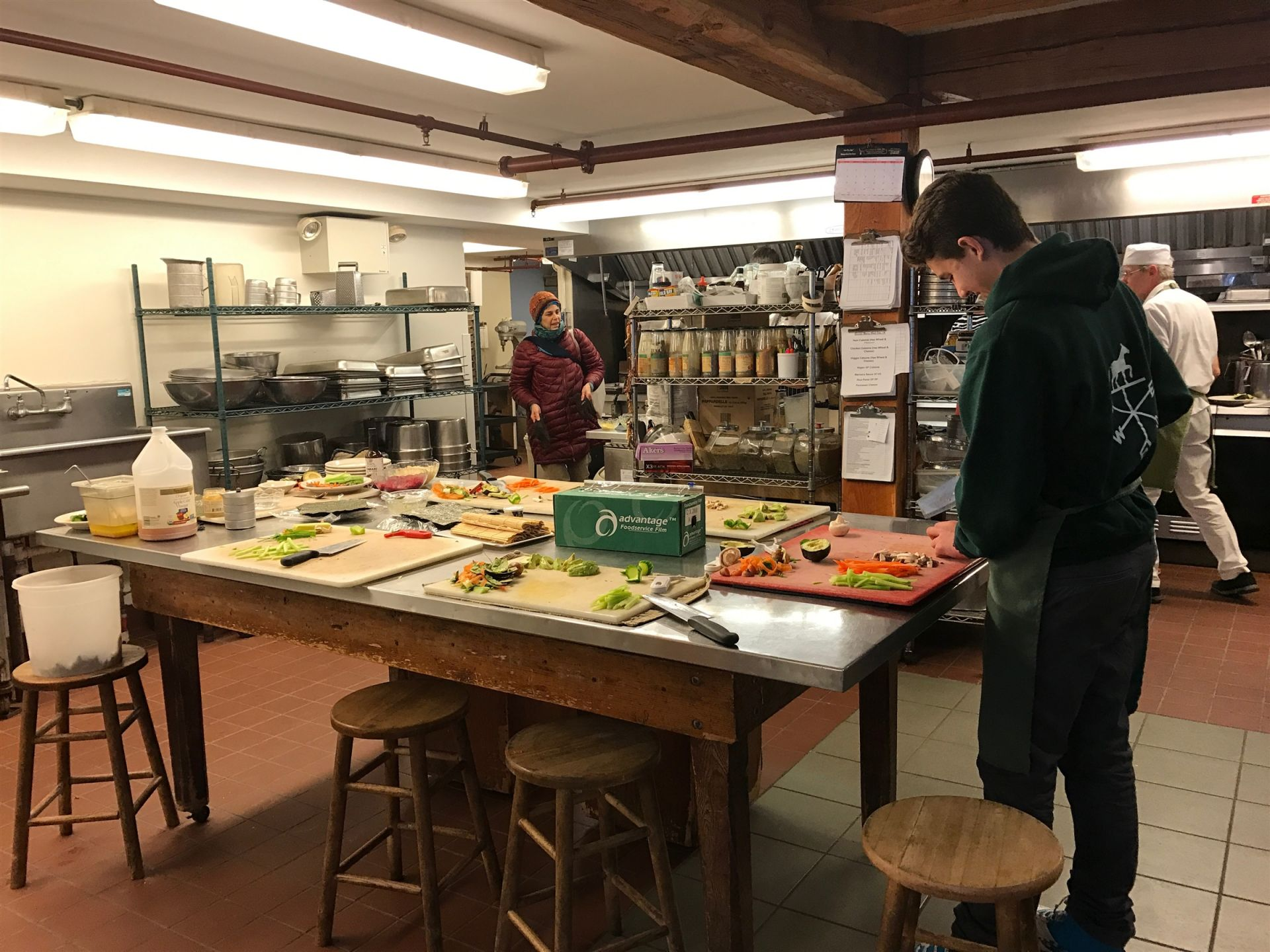 Isbjorn Kosta '20 helps the kitchen staff prepare sushi for the evening's dinner!