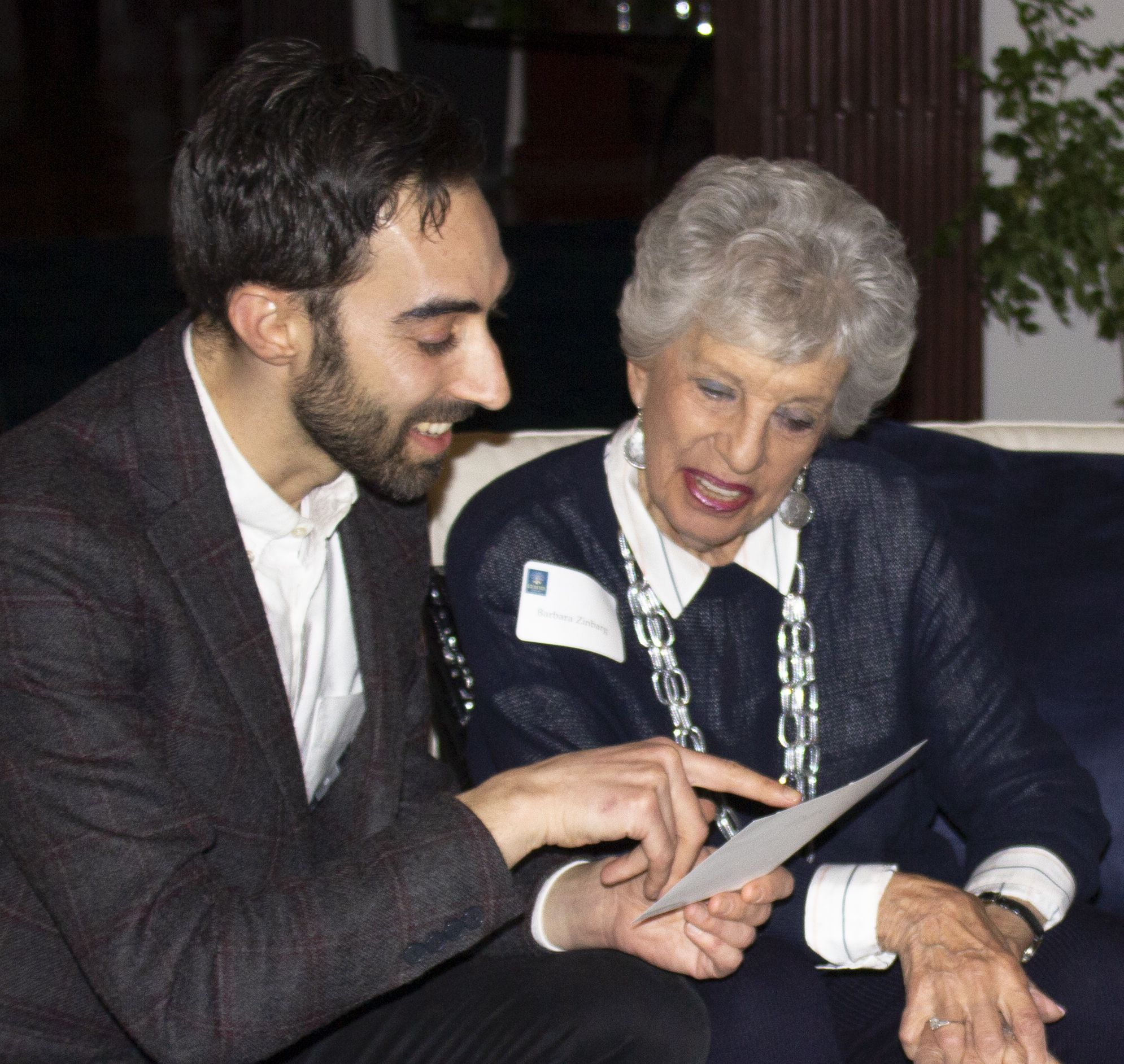 Former second  teacher Barbara Zinbarg reminisces with her student, author and food entrepreneur Jeffrey Yoskowitz '04 at a GOA Annual Fund event in February, 2020.