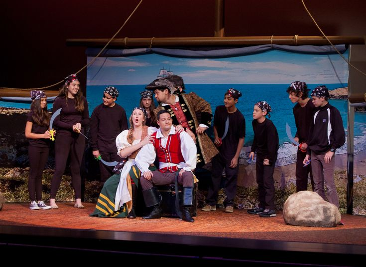 The Cincinnati Opera performs scenes from 'Pirates of Penzance' with KCD students.