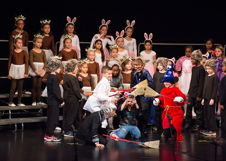 Choral Theatre Players present 'The Three Little Pigs.'