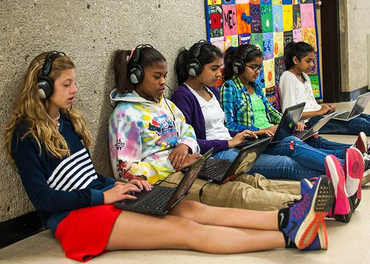 The Middle School has a 1-to-1 program using Chromebooks.