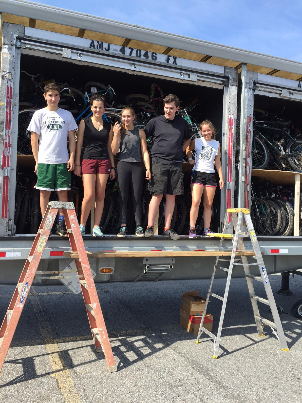 In late September, five Rice students volunteered with Pedals for Progress to help load 253 bikes and 168 sewing machines into 5 donated FedEx containers to send to Albania, Nicaragua, Cameroon and Gambia.
