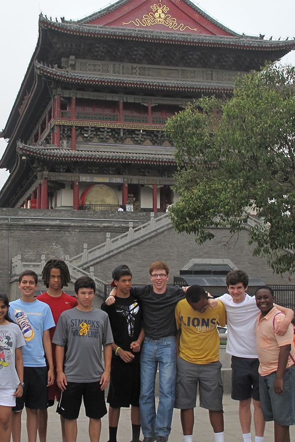 Chinese students visit Beijing.