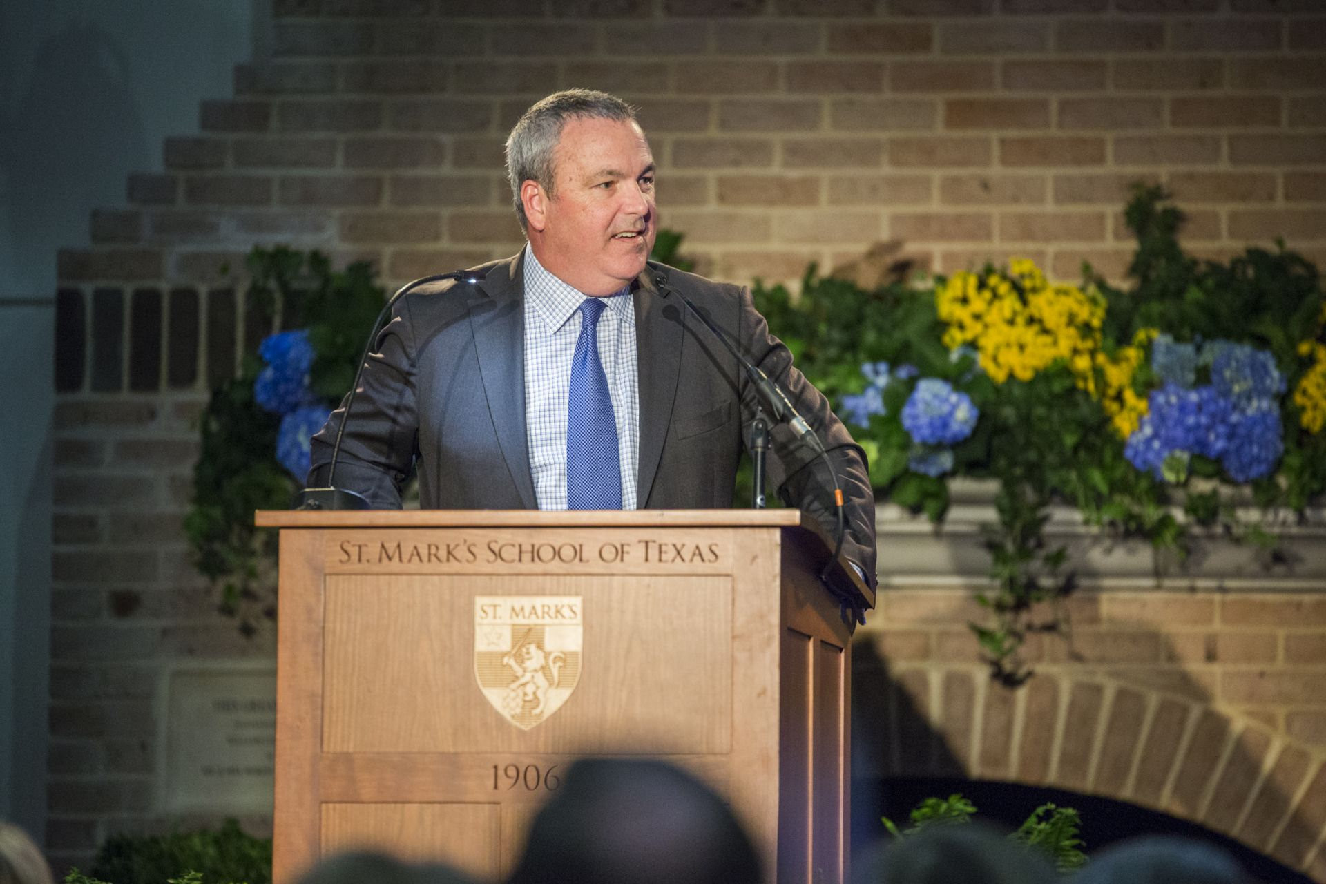 Eugene McDermott Headmaster David W. Dini welcomes guests to the Spring Alumni Dinner.